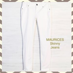 MAURICES Skinny Jeans EUC